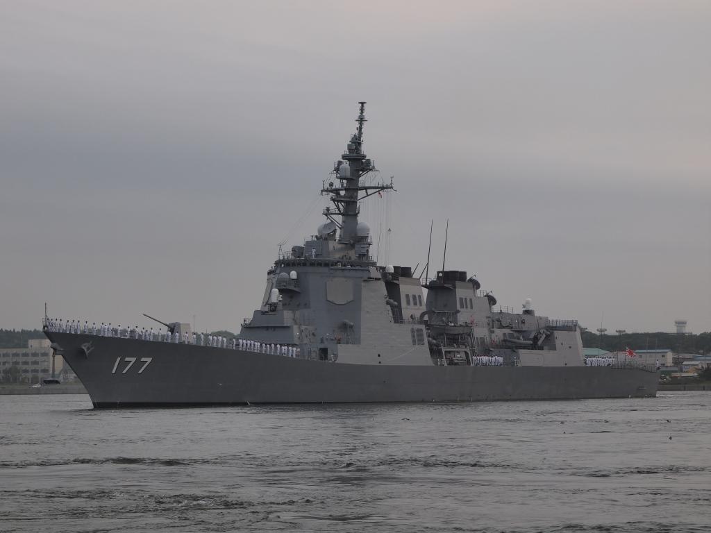 八戸港を出港する護衛艦「あたご」。 八戸港を出港する護衛艦「あたご」。 20110718 E-5