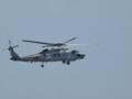 [海上自衛隊][SH-60K]ディッピングソナーを降ろしているSH-60K。
