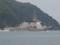 舞鶴湾の湾口を抜ける護衛艦「ちょうかい」。
