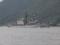 舞鶴湾の湾口を通過中の護衛艦「あまぎり」。