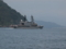 舞鶴湾の湾口を抜ける護衛艦「あまぎり」。