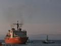 [海上自衛隊][しらせ II]伏木富山港の岸壁から引き出される砕氷艦「しらせ」。