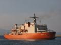 [海上自衛隊][しらせ II]伏木富山港を出港する砕氷艦「しらせ」。