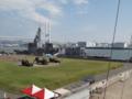 [海上自衛隊][あすか]阪神基地に接岸中の試験艦「あすか」。手前は展示中のPAC-3。