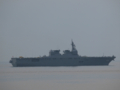[海上自衛隊][いせ]大阪湾を展示海域に向かう、護衛艦「いせ」。