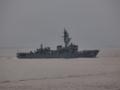 [海上自衛隊][とね]大阪湾を展示海域に向かう護衛艦「とね」。