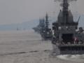 [海上自衛隊][あすか][とね]単縦陣で航行中の艦隊。淡路島を出た艦が反航接近中。