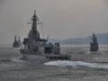 [海上自衛隊][あすか]陣形変更中の艦隊に追随する試験艦「あすか」。