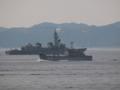 [海上自衛隊][ゆら][いかづち]大阪湾を航行する護衛艦「いかづち」と輸送艦「ゆら」。