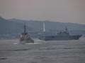 [海上自衛隊][いせ][きりしま]護衛艦「いせ」と「きりしま」。大阪湾にて。背景は淡路島。