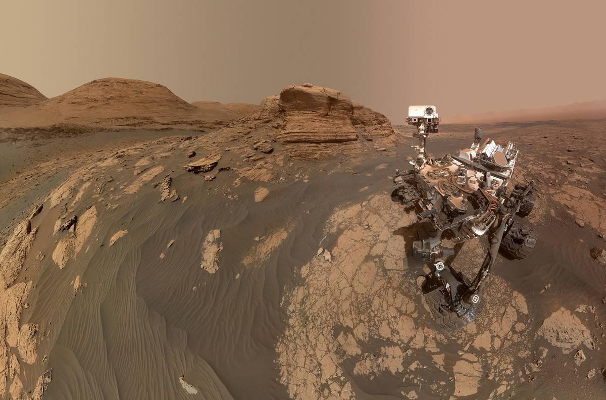 2012年に火星に着陸し、現在も稼働中の火星探査車「キュリオシティ」が撮影した火星の様子。