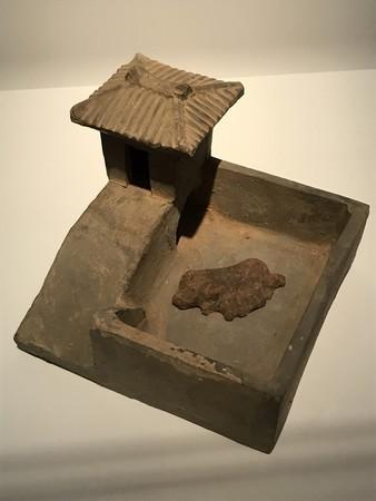 三国志展で展示されてた厠圏(豚トイレ)