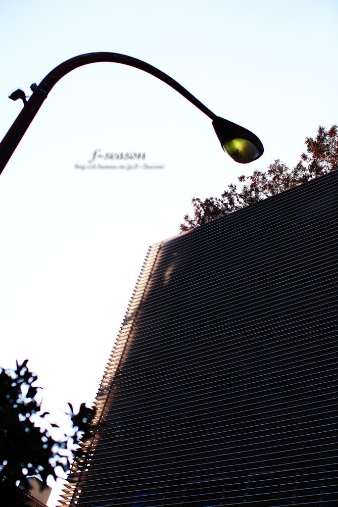 朝の街灯-クロスカンパニービル/岡山市北区幸町にて