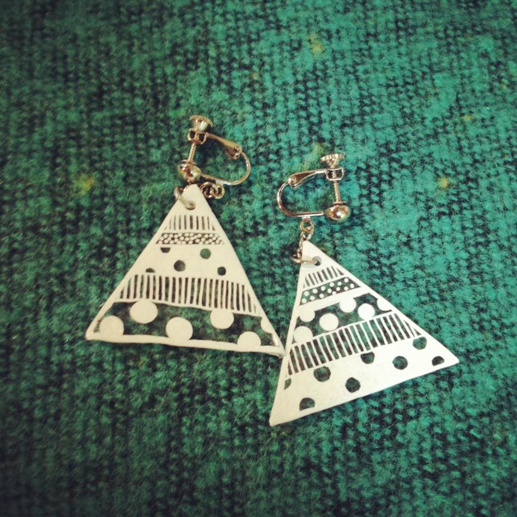 プラバンで作った三角のイヤリング