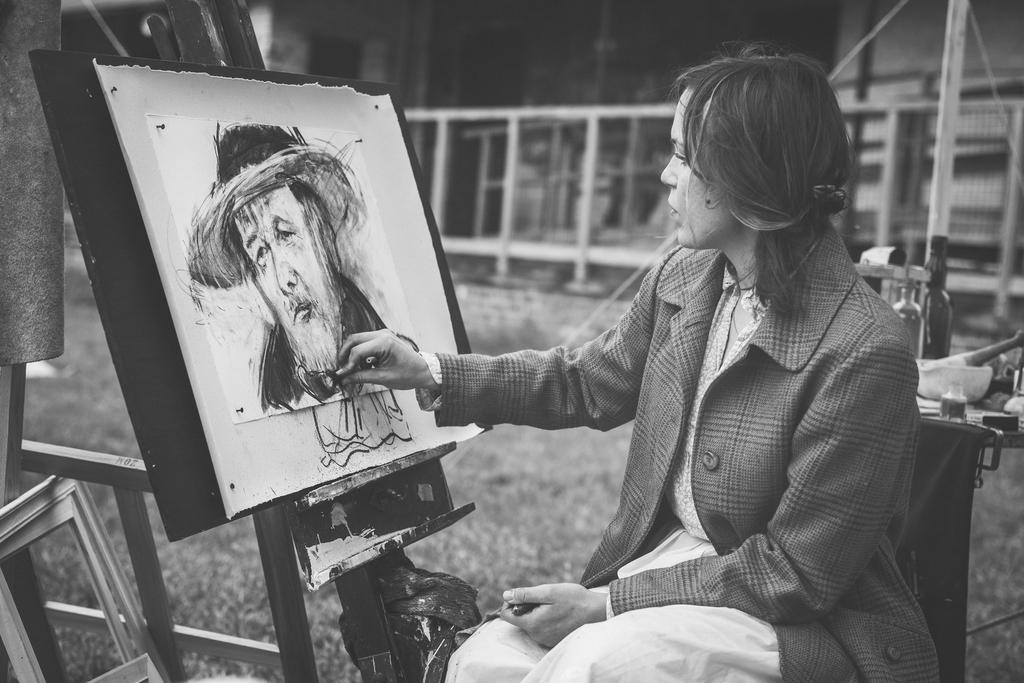 絵描きの女性