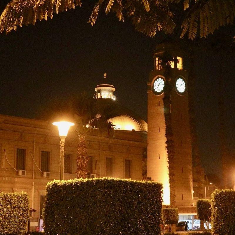 夜のカイロ大学