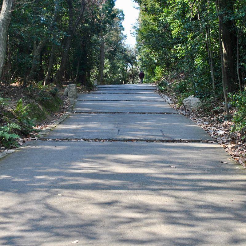 松山城までの坂