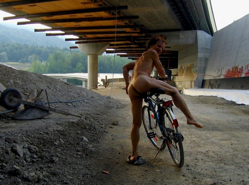 Excited to be naked on a cycle