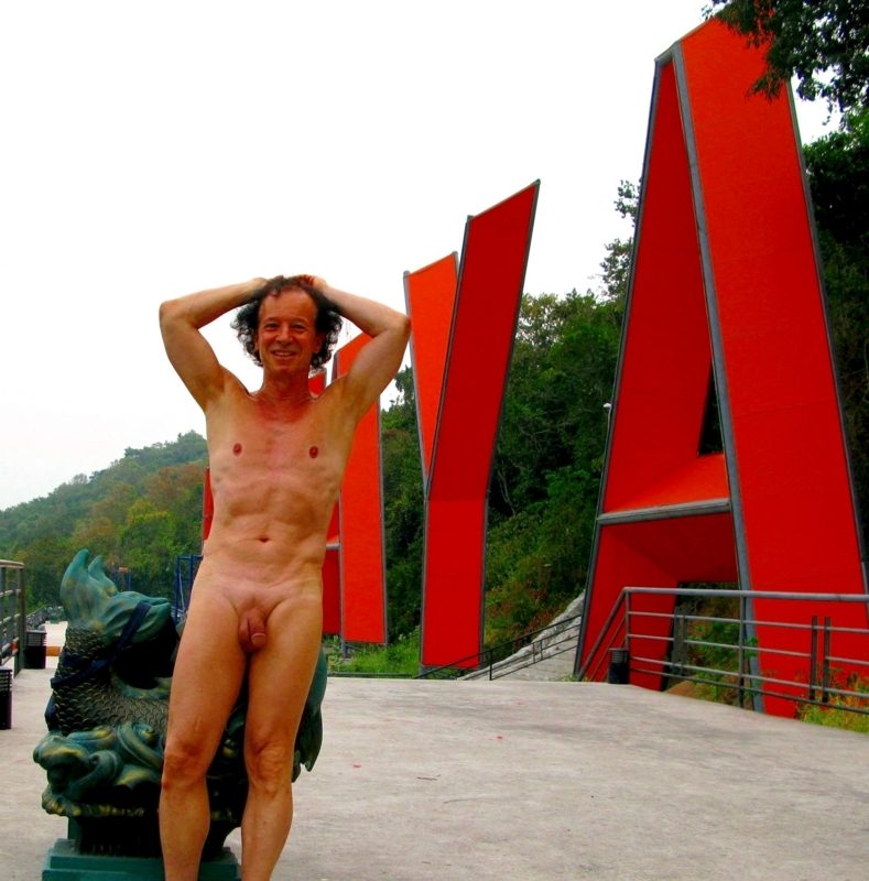 Exposing myself nude on a public place in Pattaya
