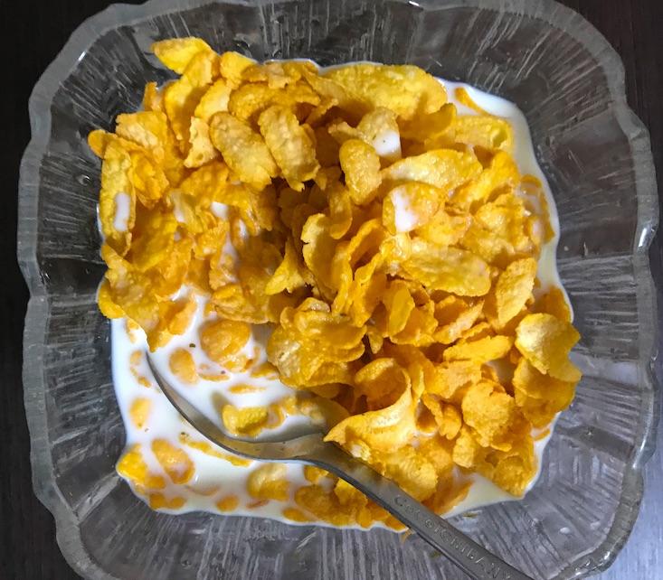 豆乳とコーンフレーク2