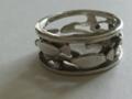 銀の魚のリング。