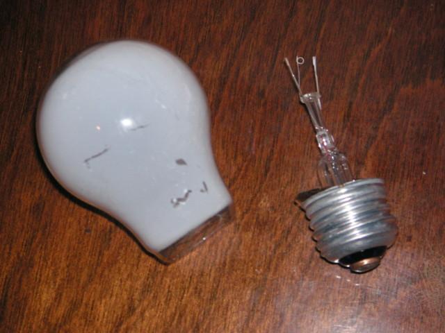 綺麗に切れてたよ……電球のガラスが。