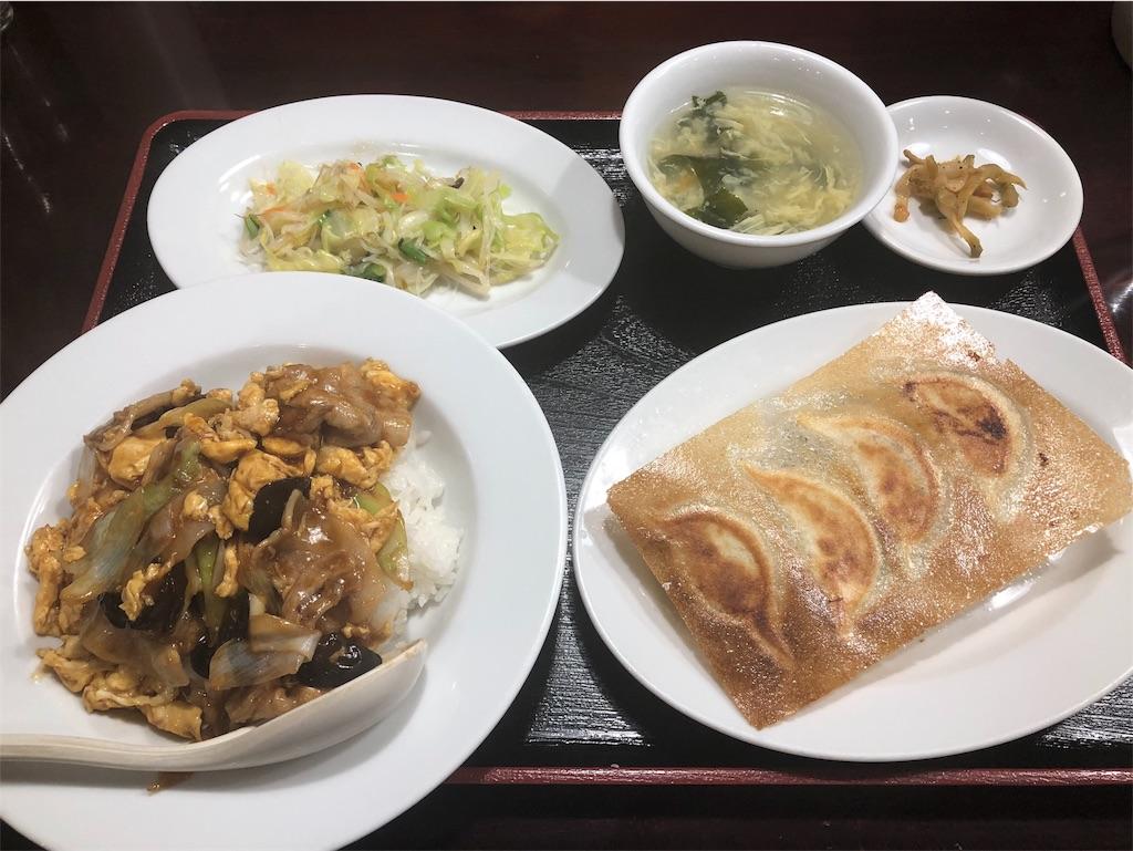 歓迎(ホアンヨン)の豚バラキクラゲ玉子丼と半餃子セット