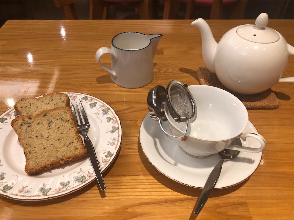「TAKAO」のセイロンティーとティーケーキ