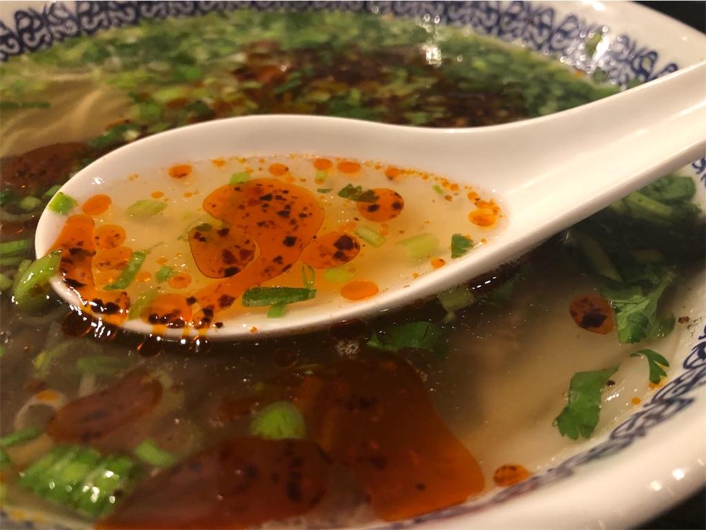 馬子禄(マーズルー)の牛肉ラーメンのスープ