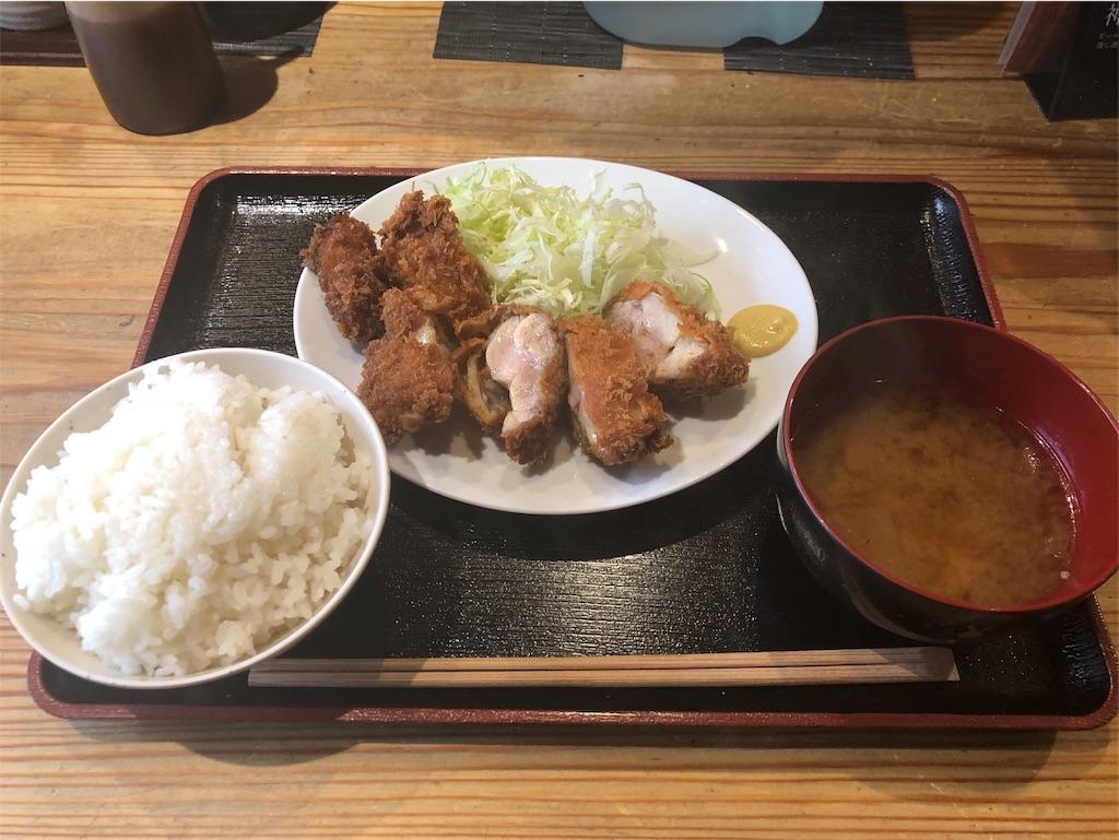 「串揚げぴん」のチキンカツとカキフライ定食