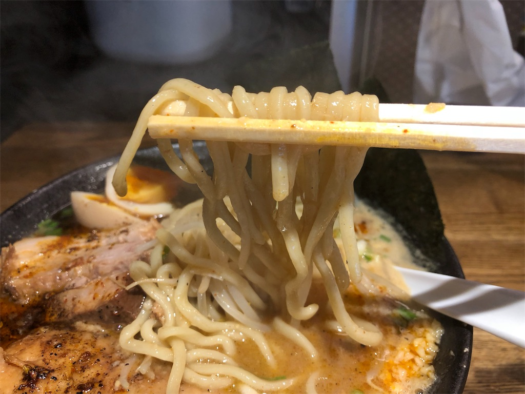 「やっとこ」の味噌ラーメンの麺