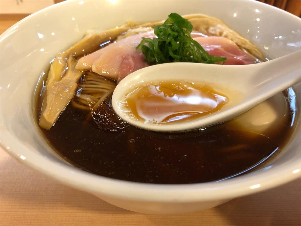 「らぁ麺 はやし田」醤油ラーメンのスープ