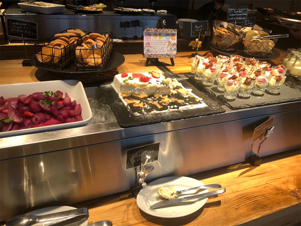 西新宿 MORETHAN TAPAS LOUNGE ランチブッフェ デザートコーナー