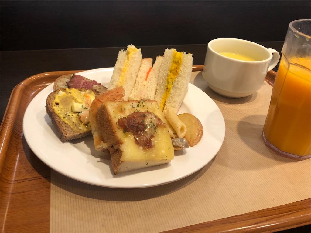 東京 サンドッグイン神戸屋 八重洲店 パンブッフェ お惣菜パン