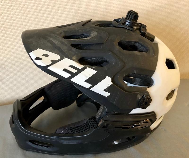 マウンテンバイク ギア ヘルメット
