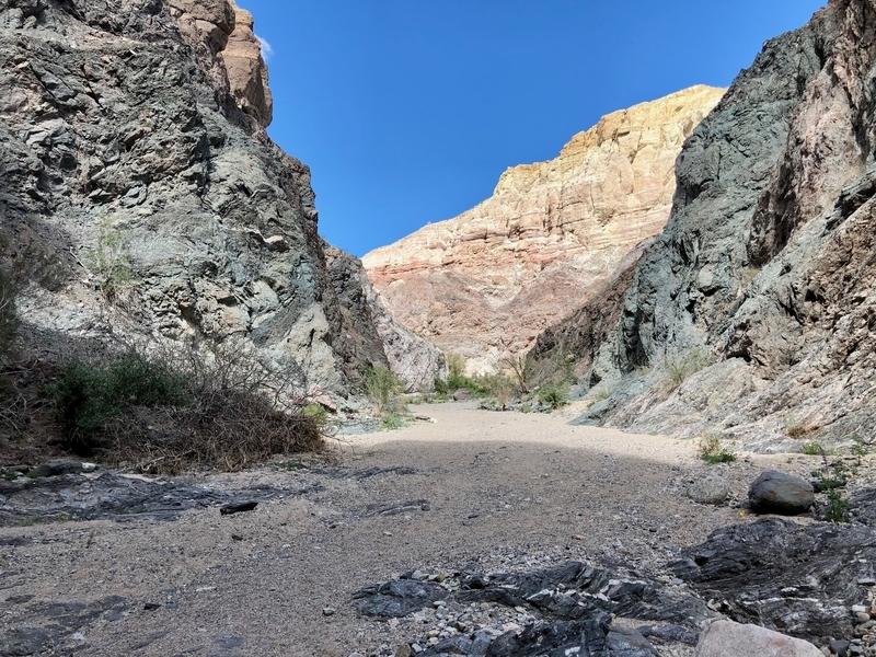 カリフォルニア メッカ ペインテッドキャニオン 断崖 トレッキング