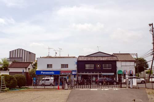 近鉄西ノ京駅付近と薬師寺東塔覆屋