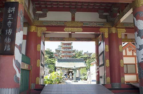 耕三寺中門からの眺め