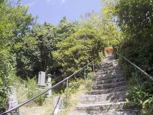 向上寺境内