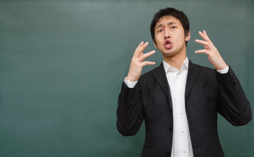 大学の受験対策を動画で教えている講師