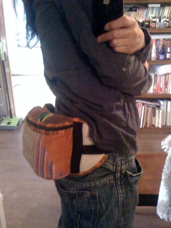 ヒップバッグこれ、チチカカで1500円