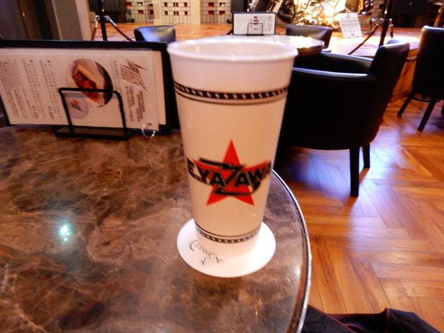「STAY ROCK」グラフィックカップ付きドリンク