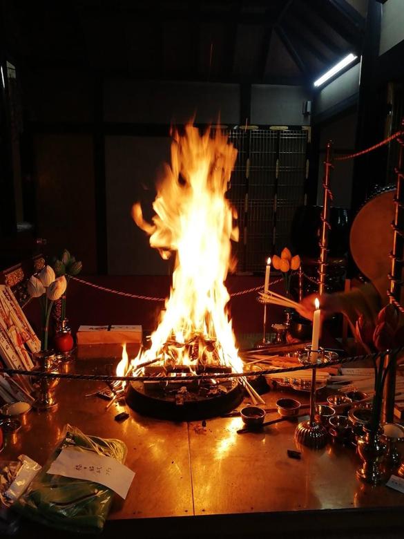最初の画像を少しアップにした炎の不動明王の画像