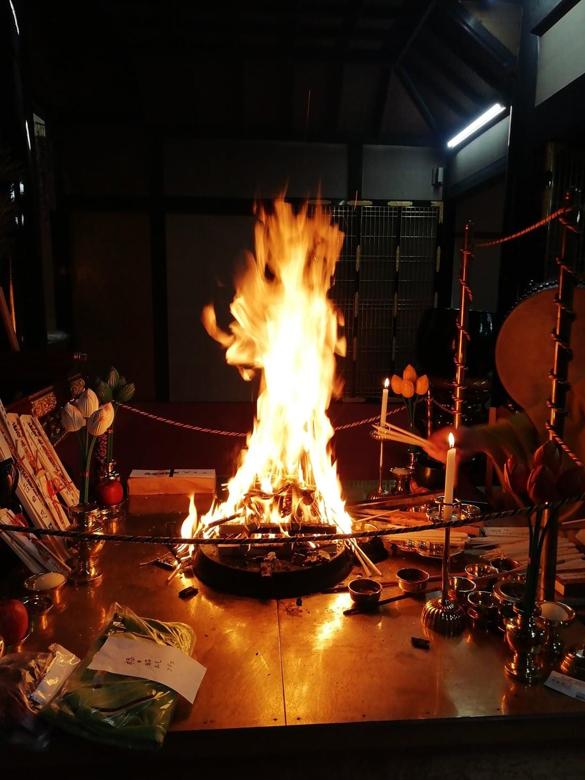 護摩の炎となり舞い降りた不動明王の画像
