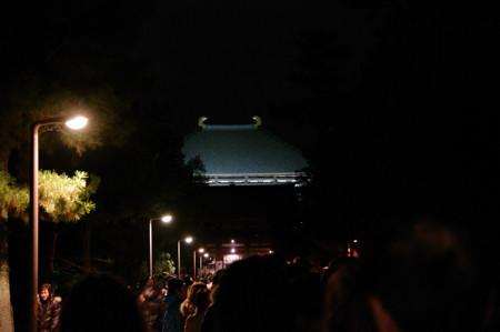 東大寺 大仏殿の参拝に並ぶ