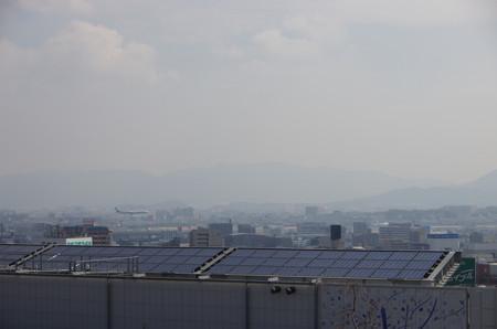 博多駅から見る福岡空港への着陸