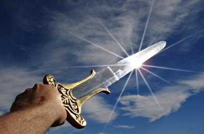 剣を持つ手