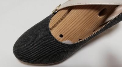 ストレッチャーを挿入した靴