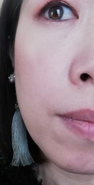 頬メインの顔
