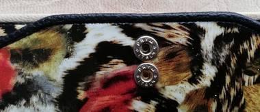 長財布のボタン